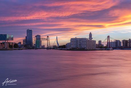 Een knaller van een zonsondergang in Rotterdam