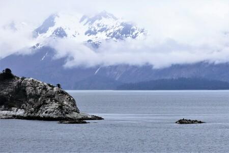 ZEEROBBEN EILANDJES - LANGS ZEEROBBEN EILADJES VAREN - foto door jh- op 15-04-2021 - locatie: Alaska, Verenigde Staten - deze foto bevat: wolk, water, lucht, watervoorraden, berg, sneeuw, natuur, azuur, hoogland, natuurlijk landschap