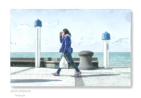 De Boulevard - Hartelijk bedankt voor de fijne reacties op mijn vorige Upload  .  Liefs Gisela - foto door 49-Gisela op 07-04-2021 - deze foto bevat: bovenkleding, lucht, azuur, mens, wolk, staand, reizen, straatmode, paraplu, zak