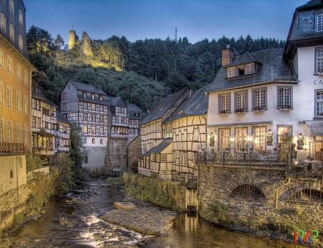 Avondopname van Monschau Duitsland