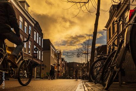 Zonsondergang in de Voorstraat Utrecht