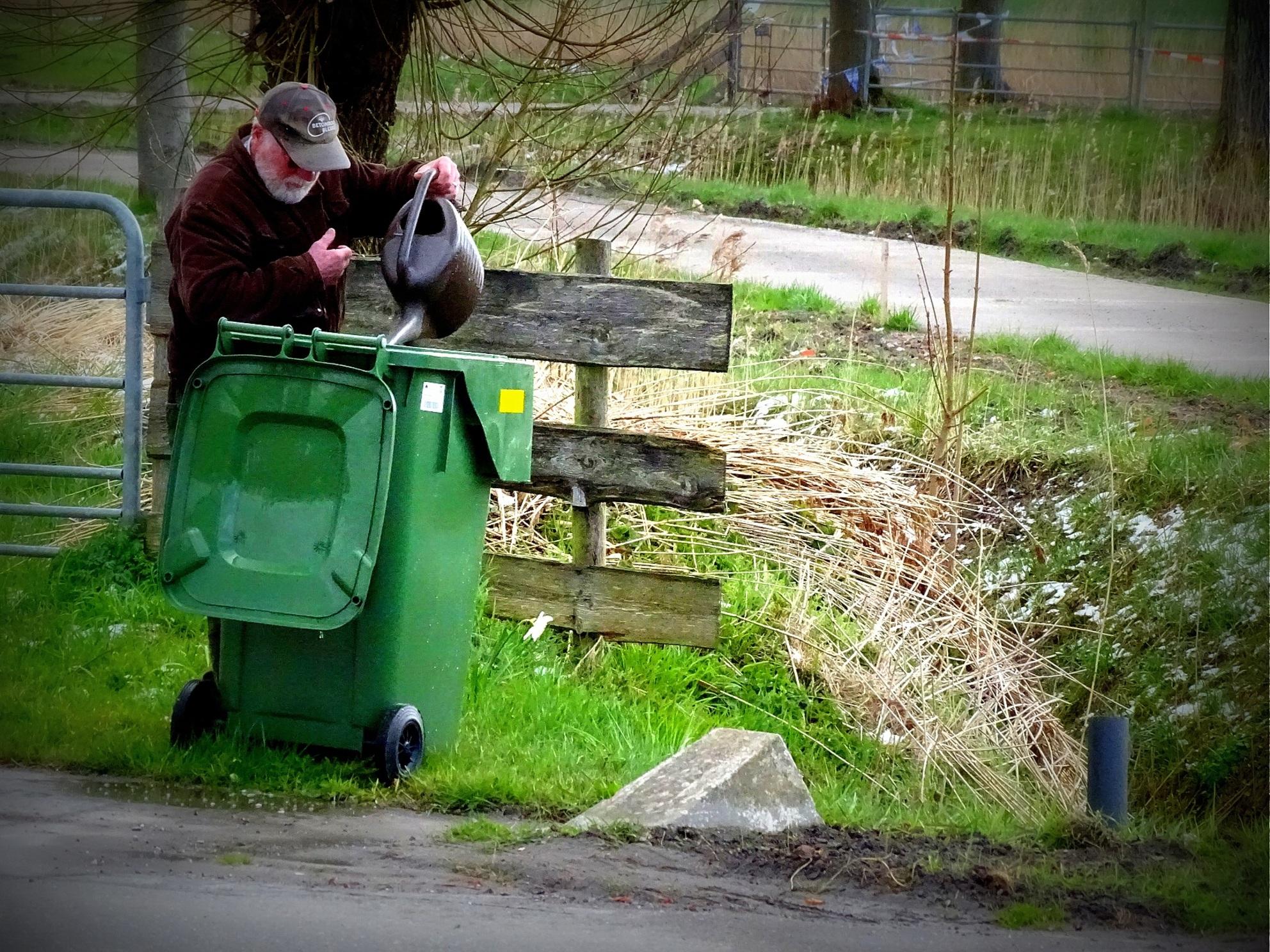 Waterkliko - Straks om uit te eten. - foto door jan.pijper op 08-04-2021 - locatie: 9909 Spijk, Nederland - deze foto bevat: fabriek, groen, motorvoertuig, afvalbeheersing, asfalt, afvalcontainer, weg oppervlak, gras, gas, struik