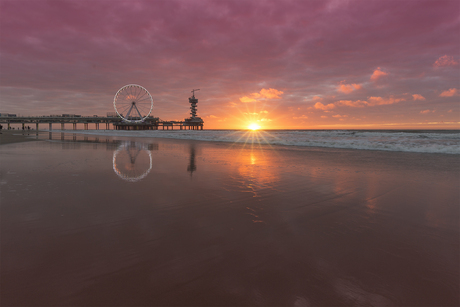 Zonsondergang bij de Scheveningse Pier