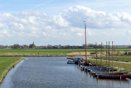 P1140530 Kwinstheul  uitzicht  t Woudt  midden Delfland 9 april 2021  - Hallo Zoomers . GROOT kijken . Deze compo met het uitzicht op het Kleinste dorp in Nederland t Woudt  maakte ik op 9 april 2021  . Ik sta op het viad - foto door jmdries op 14-04-2021 - locatie: Lange Wateringkade 50, 2295 RP Kwintsheul, Nederland - deze foto bevat: landschap en scheepv, wolk, water, lucht, boot, waterscooters, fabriek, voertuig, lichaam van water, meer, bank