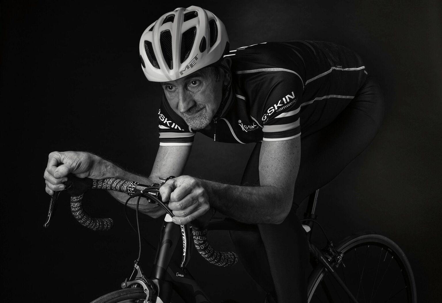 Photography - zelfportret - foto door focuscabrio op 14-04-2021 - locatie: Gent, België - deze foto bevat: fietshelm, fiets, helm, fietsen - uitrusting en benodigdheden, sport uniform, fietsshirt, fietsbroek, handschoen, fietsstuur, korte broek