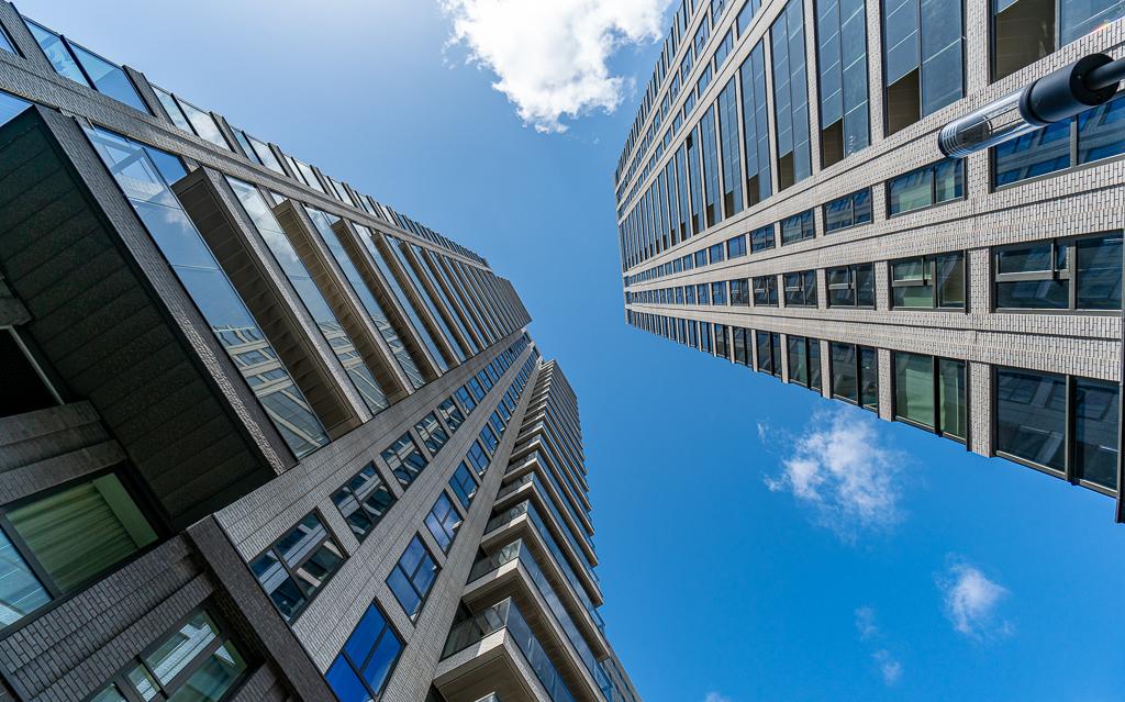 Den Haag 3 - XXX - foto door Jaap93 op 14-04-2021 - locatie: Den Haag, Nederland - deze foto bevat: den haag, wolk, lucht, gebouw, wolkenkrabber, dag, blauw, venster, azuur, toren, torenblok
