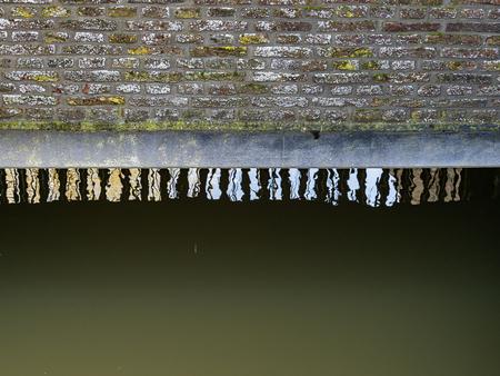 Water en steen - XXX - foto door Jaap93 op 09-04-2021 - locatie: Elburg, Nederland - deze foto bevat: water, rechthoek, hout, lettertype, takje, metaal, patroon, vloeistof, bevriezing, aantal