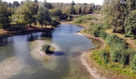 Droogte - Het ven droogt op - foto door fotorik op 10-04-2021 - locatie: Surae, 4849 Dorst, Nederland - deze foto bevat: water, fabriek, plant gemeenschap, natuur, fluviatiele landvormen van beken, natuurlijke omgeving, natuurlijk landschap, boom, lucht, waterloop
