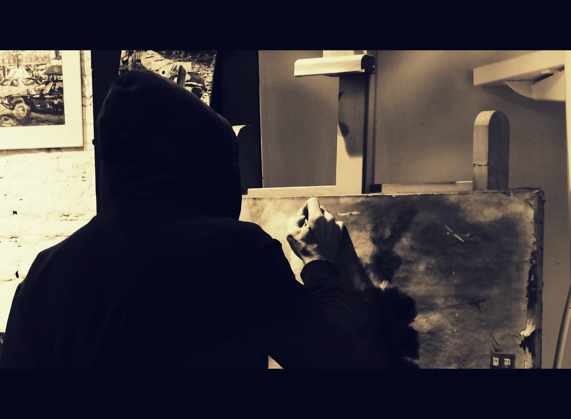 the unkown artist - straatfotografie - foto door c.buitendijk53 op 07-04-2021 - locatie: Amsterdam, Nederland - deze foto bevat: kunst,, straat, straatfotogr, schilder, kunstschilder,, schilderij, flitsfotografie, gebaar, lettertype, kunst, tinten en schakeringen, duisternis, ruimte, achtergrondverlichting, rechthoek, kamer