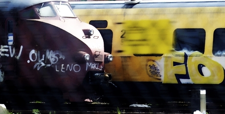 trains with text