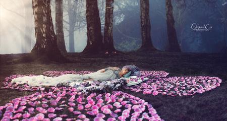 The Enchanted Forrest - Een dag dat eigenlijk was bedoeld voor drone foto's. Mar dit is er bij mij uitgekomen zonder drone.  Team: @artphotoproject  @sergnl_sparrow @makeup_ - foto door cindystegeman op 13-04-2021 - locatie: Den Haag, Nederland - deze foto bevat: fantasy, sprookje, fairytale, mooi, dromerig, slapen, schone slaapster, cindy stegeman, original cin, fabriek, bloem, mensen in de natuur, licht, natuur, bloemblaadje, textiel, boom, natuurlijk landschap, gelukkig