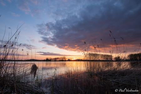 Zestigvoet - zonsondergang Zestigvoet. - foto door pablo21 op 16-04-2021 - locatie: 4567 Clinge, Nederland - deze foto bevat: wolk, water, lucht, fabriek, atmosfeer, ecoregio, nagloeien, natuurlijk landschap, schemer, rode lucht 's ochtends