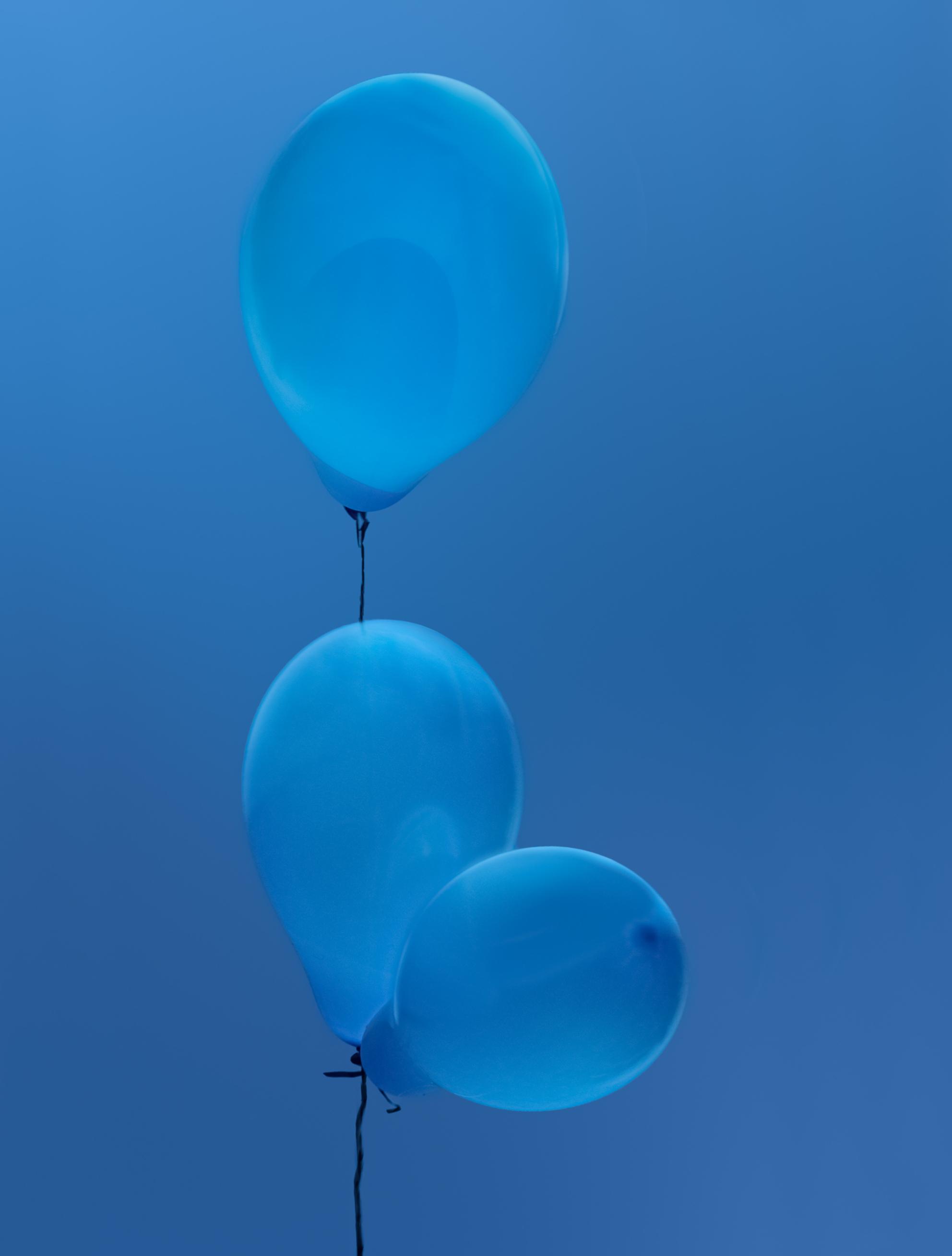 Blauw - Deze foto heb ik gemaakt voor de foto van de maand wedstrijd van de Almeerse Fotoclub. Thema was: Een kleur  Haalde hiermee de 1e plaats  - foto door reinder.tasma op 08-04-2021 - deze foto bevat: lucht, blauw, ballon, azuur, water, wolk, gas, magenta, elektrisch blauw, kunst