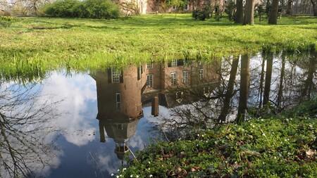 Kasteel Hackfort.... - In de achterhoek, Vorden....zijn 8 kastelen te bewonderen...dit is kasteel Hackfort.... - foto door bernadette-willemsen op 16-04-2021 - locatie: 7251 Vorden, Nederland - deze foto bevat: kasteel, achterhoek, natuur, geschiedenis, cultuur, landgoederen, genieten, water, fabriek, watervoorraden, plant gemeenschap, natuurlijk landschap, natuurlijke omgeving, boom, vegetatie, fluviatiele landvormen van beken, gras