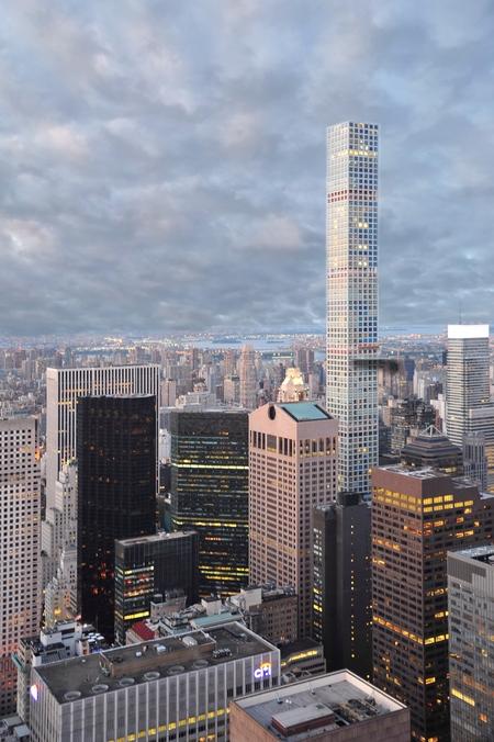 Manhattan  - Manhattan  - foto door Straub op 11-04-2021 - locatie: Manhattan, New York City, New York, Verenigde Staten - deze foto bevat: wolkenkrabber, wolk, lucht, gebouw, toren, natuur, torenblok, schemer, stedelijk ontwerp, condominium