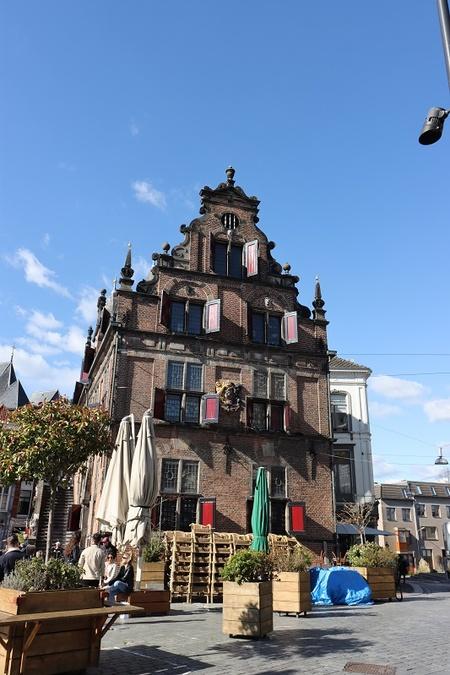 Mooi Nijmegen - Genieten - foto door Tillyverploegen op 14-04-2021 - locatie: Kelfkensbos 59, 6511 TB Nijmegen, Nederland - deze foto bevat: lucht, wolk, blauw, tempel, fabriek, reizen, buurt, gebouw, venster, facade
