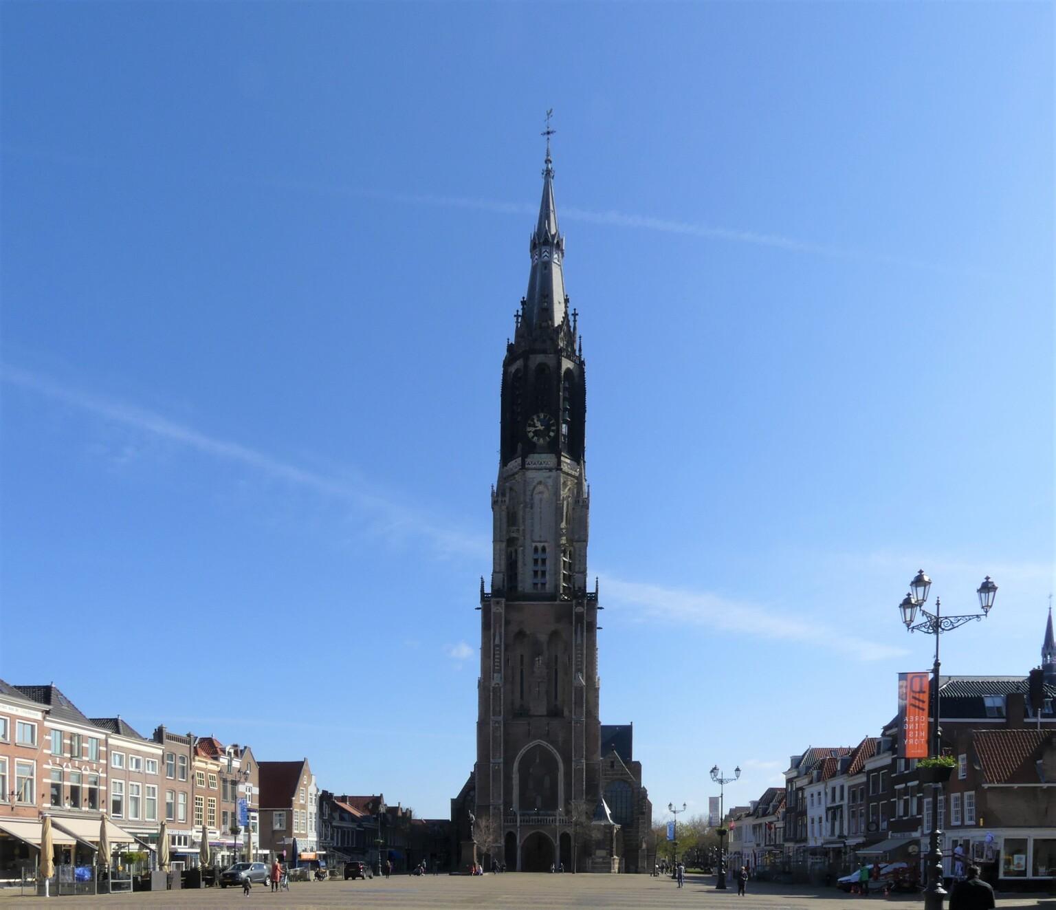 P1140738  Nieuwe Kerk DELFT    23 april 2021  - Hallo Zoomers  . GROOT kijken  . Gisteren mooi weer en deze keer een rondje DELFT en omg gefietst . Uiteraard kijk ik dan ook altijd even bij de Mark - foto door jmdries op 24-04-2021 - locatie: Markt, 2611 GP Delft, Nederland - deze foto bevat: nieuwe kerk delft, lucht, gebouw, toren, wolk, venster, stad, toren, facade, spits, torenblok